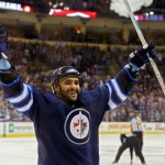 Byfuglien signs 5-year extension, will stay in Winnipeg