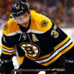 Bruins' Bergeron out with fractured  foot