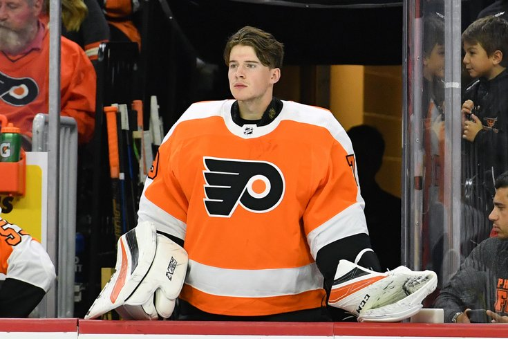 Flyers goalie Carter Hart wins NHL debut